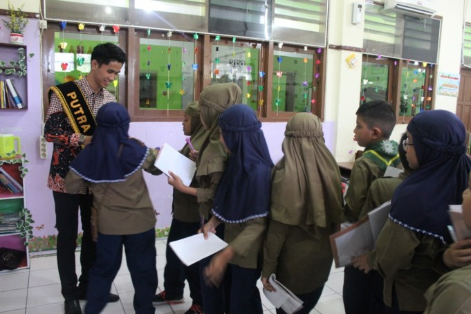 Rizky Fajar Pambudi Pemenang Putra Putri Solo 2019, mengunjungi SD Muhammadiyah 1 Ketelan