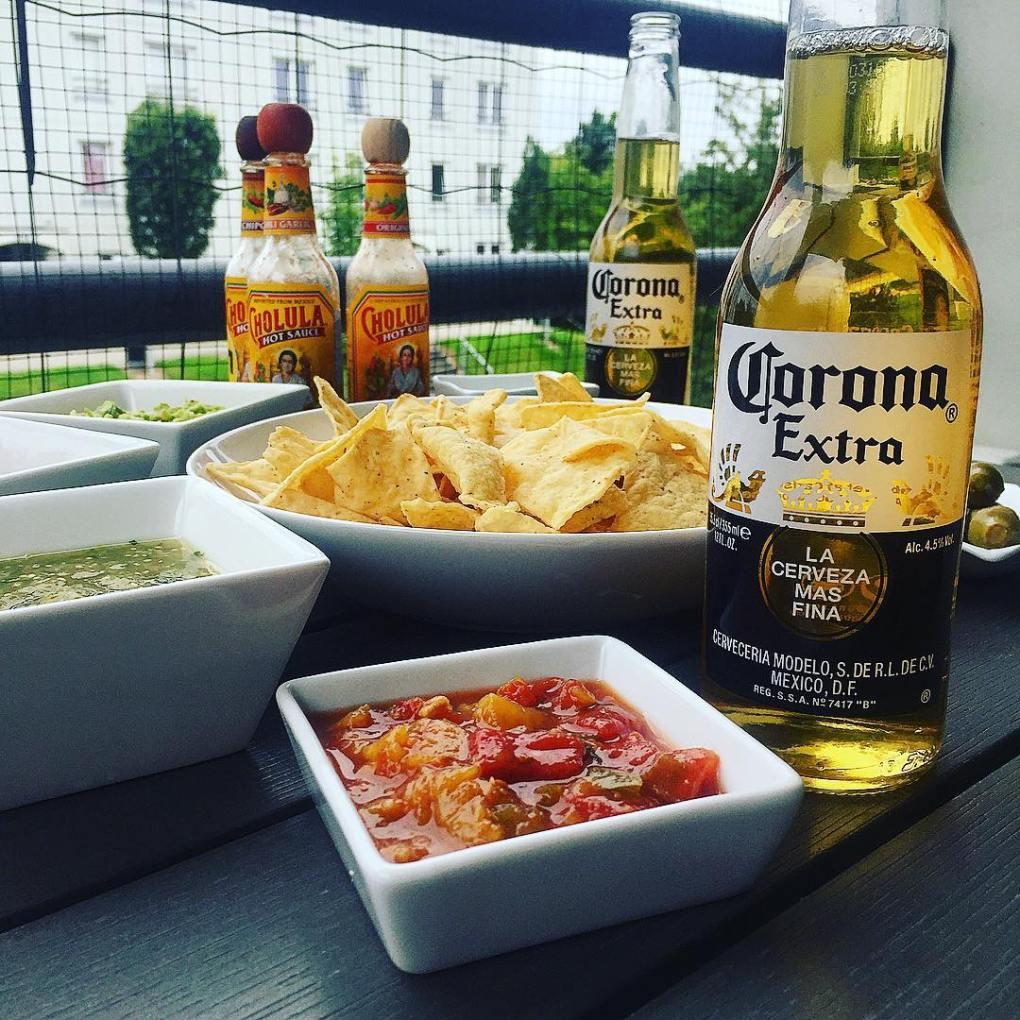 coronas chips and salsa