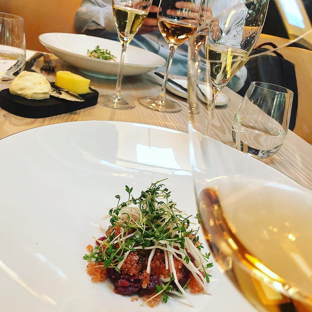 Tartar og roséchampagne på Restaurant Niels