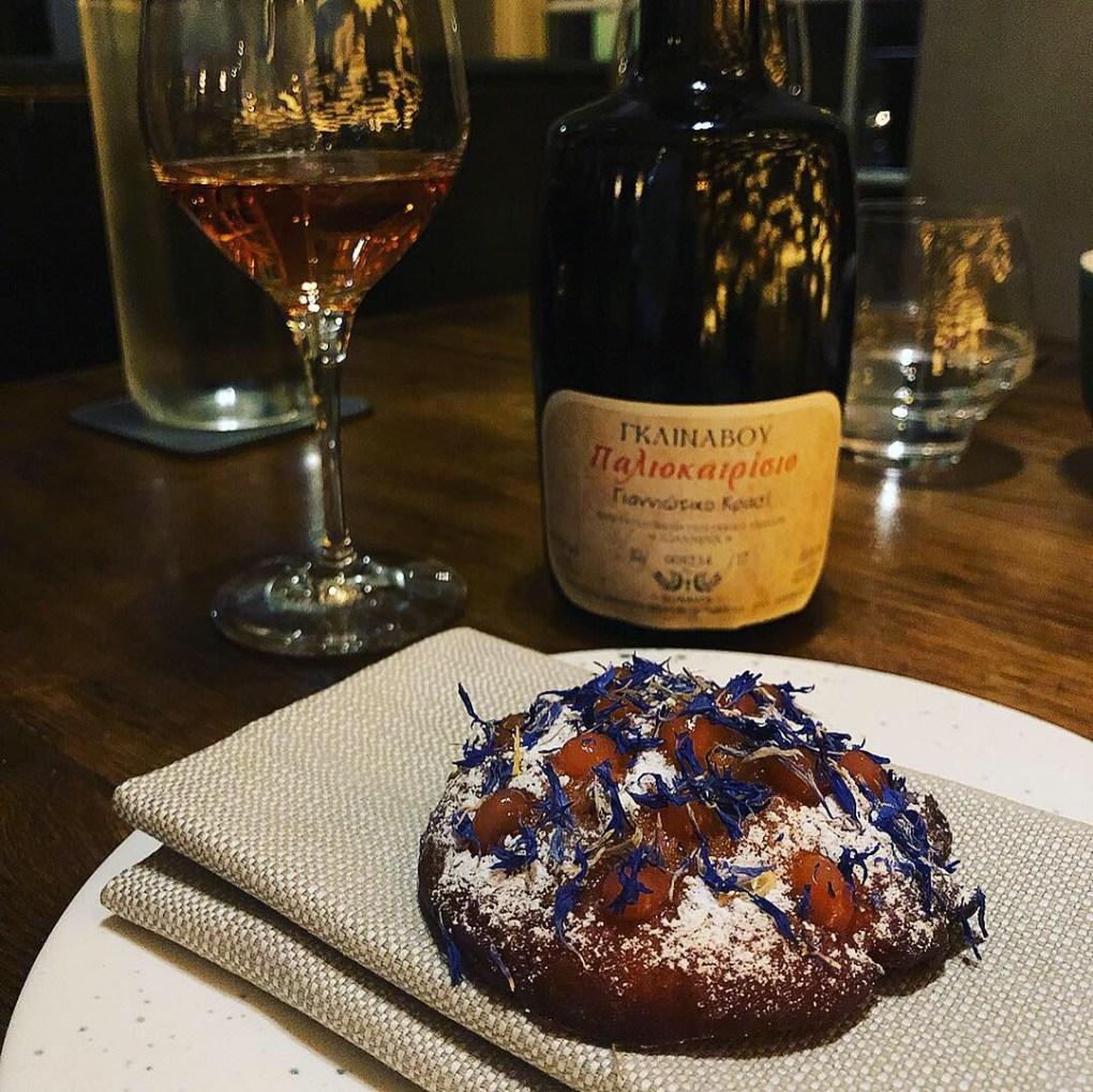 Fritella cookie and greek dessert wine at Restaurant Brace