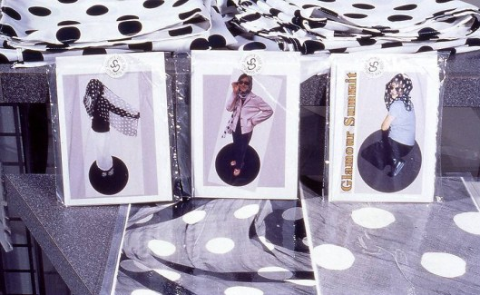 The-Glamour-Summit-souvenirs-cards