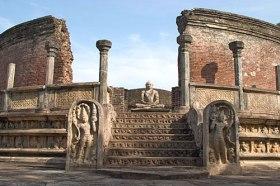 polonnaruwa statue