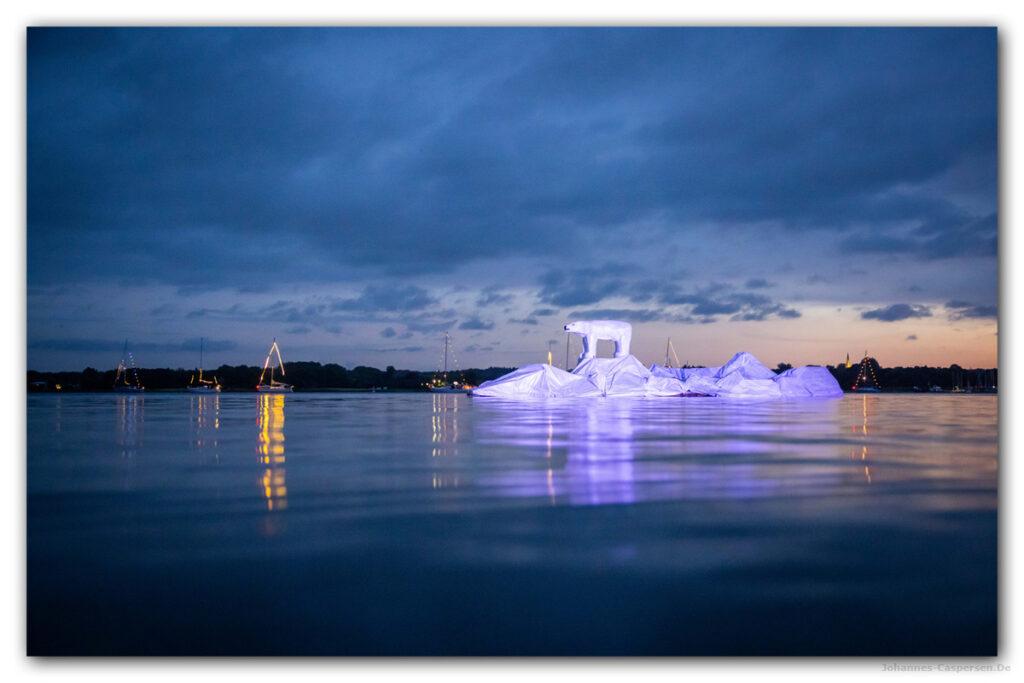 2021 Eisbär auf Eisberg von Johannes Caspersen