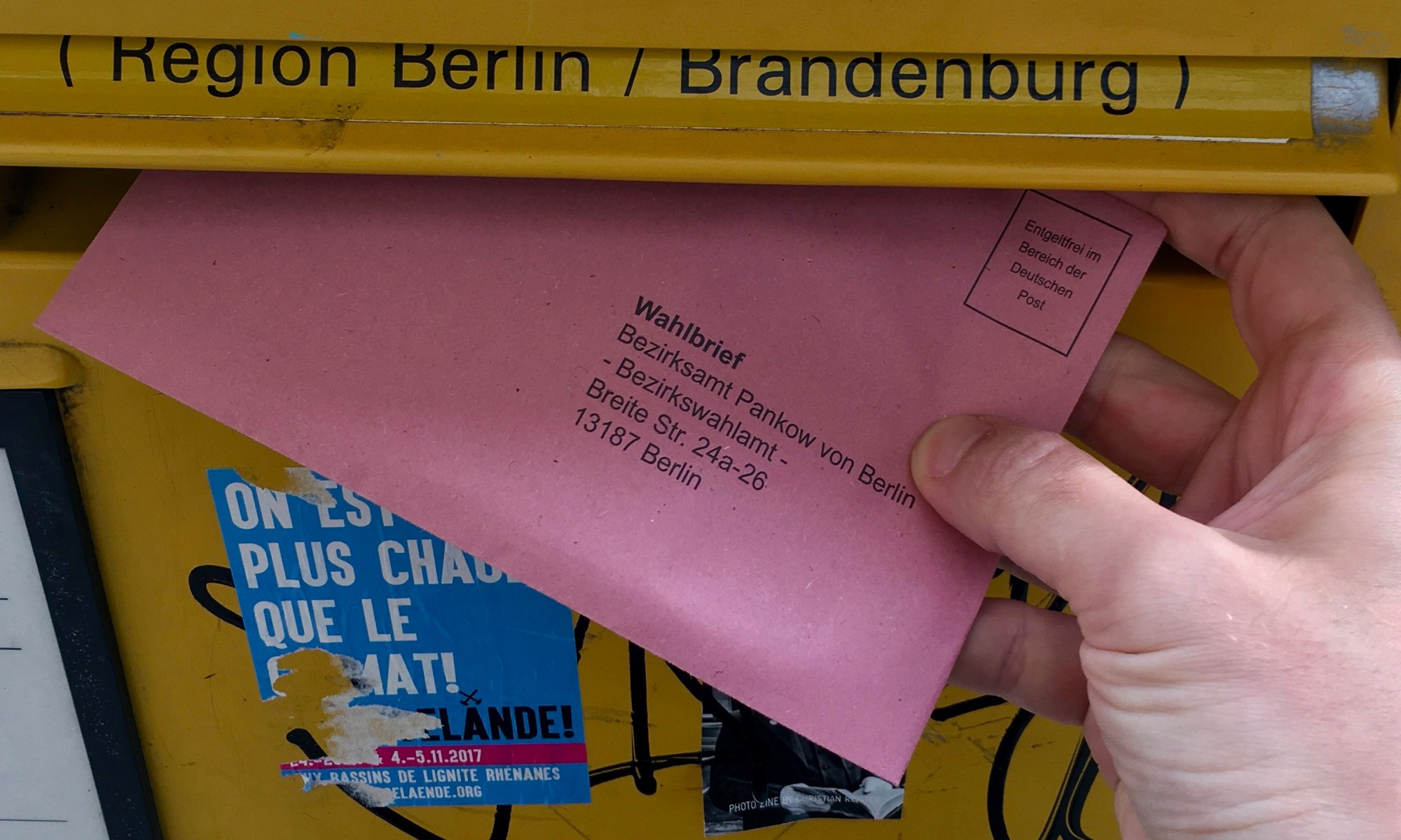 Umschlag mit Briefwahl zur Bundestagswahl 2017