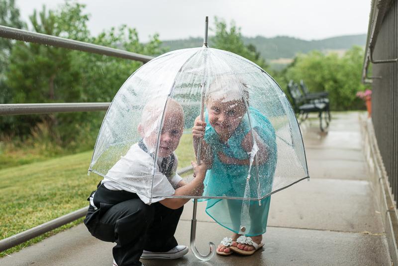 Denver Wedding Photography Arrowhead kids under umbrella