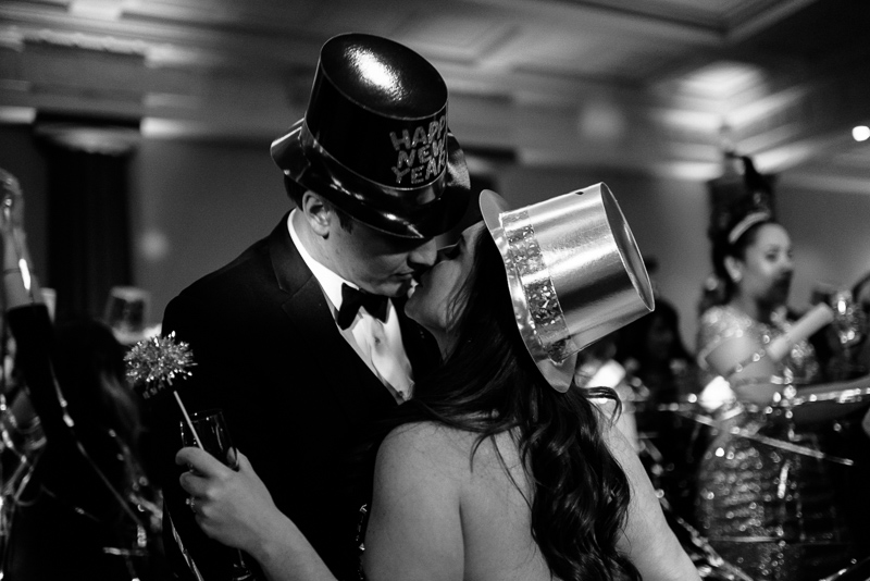 denver wedding photography kiss