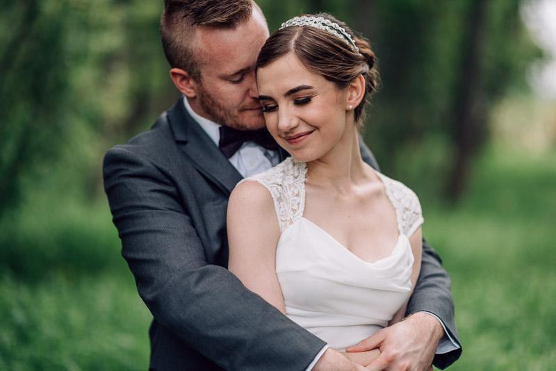 chatfield botanic gardens wedding photography couple hug