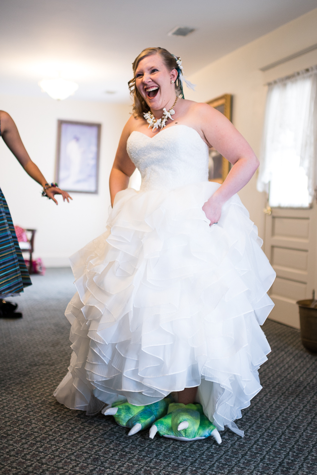 morrison willow ridge manor wedding photographer laughing bride