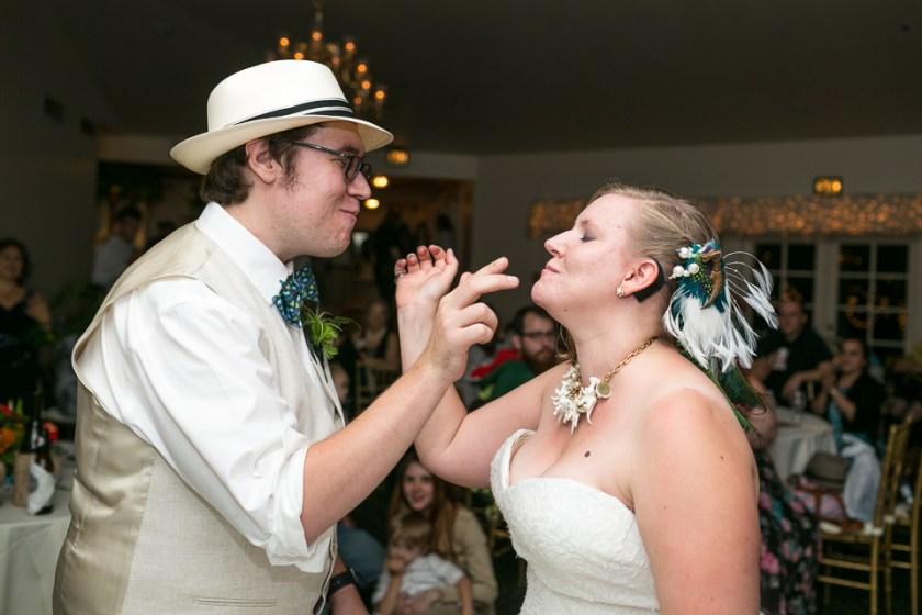 morrison willow ridge manor wedding photographer eating cake