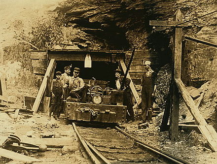 440px-W._Va._coal_mine_1908