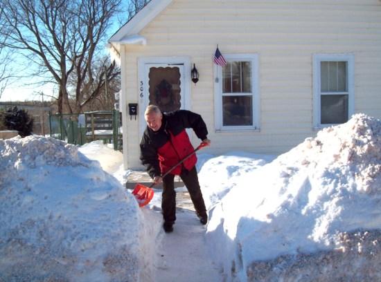 jdn-306-sd-steel-shoveling-sunny-jan-.2015