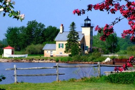 ontonagon-lighthouse-side-view