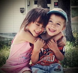 kids-hug
