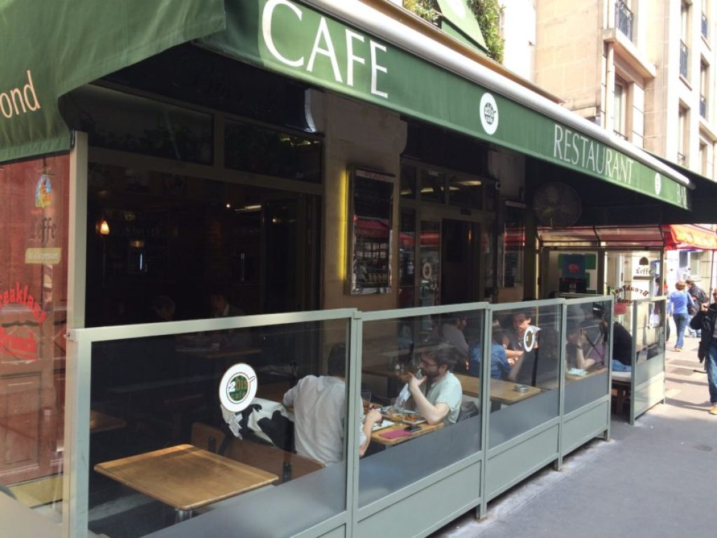 2Bis Café is one of the many bustling student hangouts in the Latin Quarter.