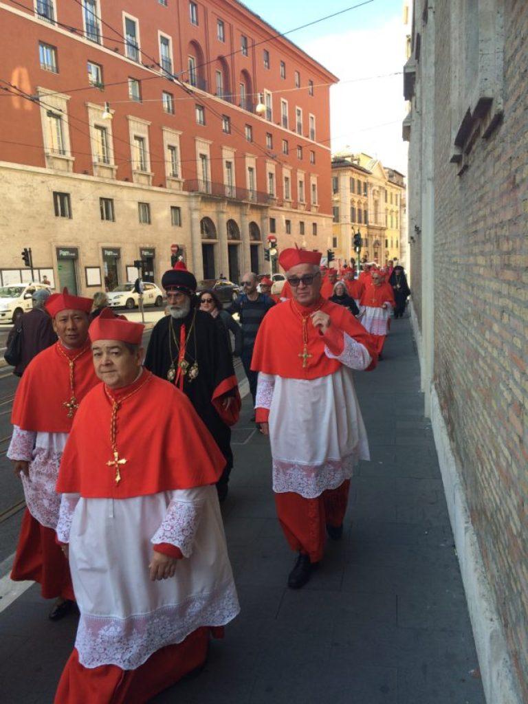 The cardinals' parade to the set .