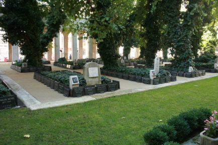 The mass grave at the Great Synagogue.