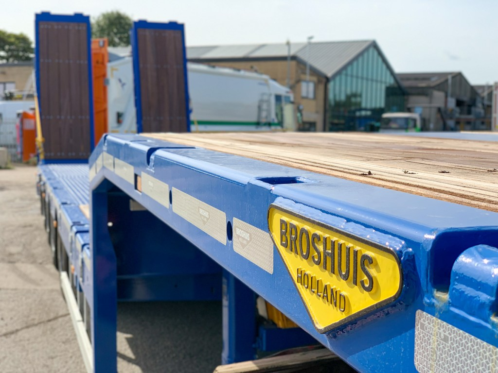 Shows the various features of this Broshuis Extender Trailer