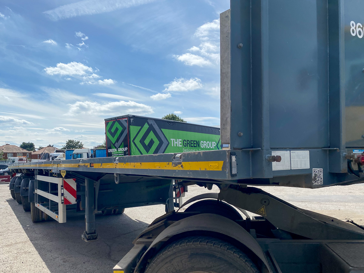 Broshuis 4 axle triple extendible platform