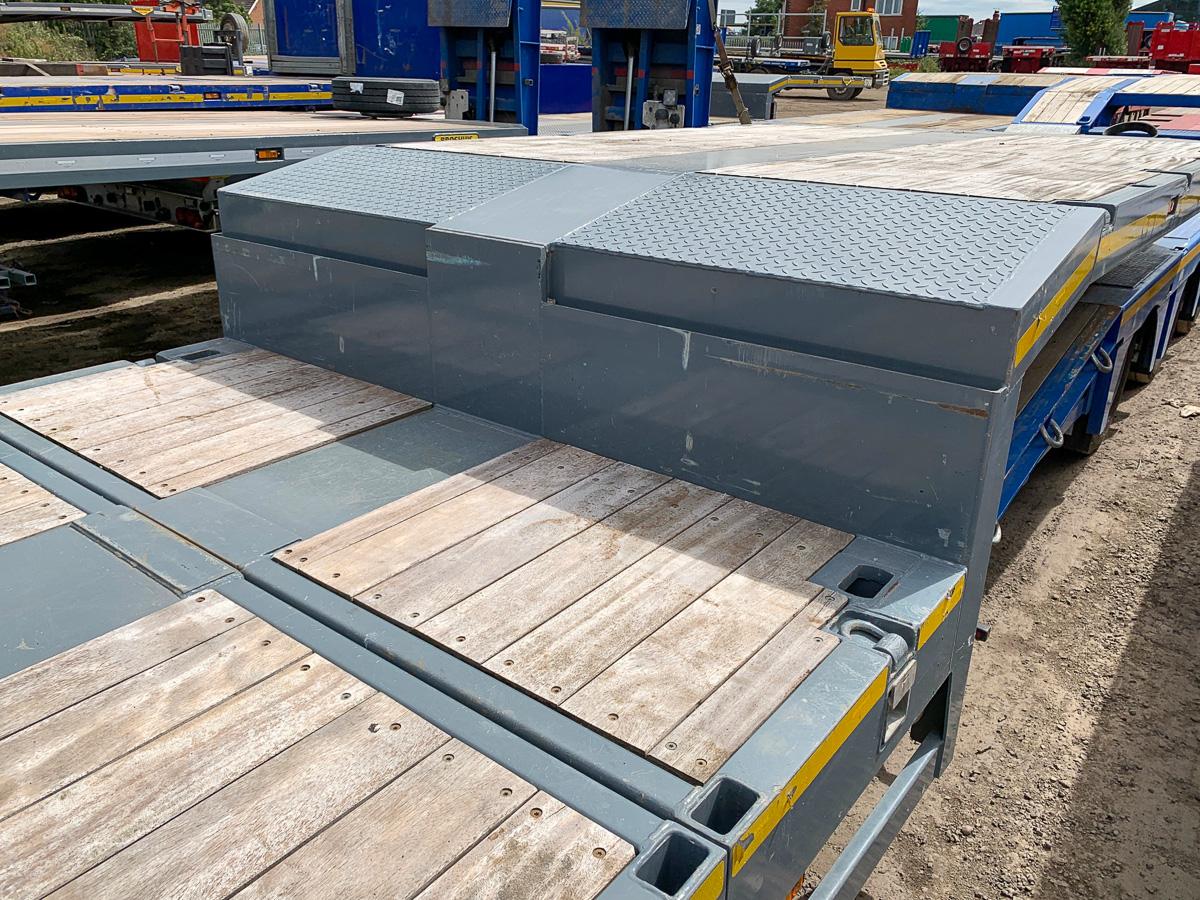 Broshuis 4 axle extending step frame