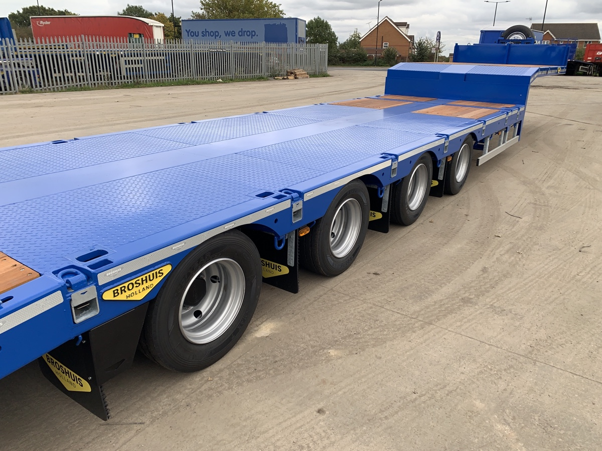 Rear side view of an Extending plant trailer