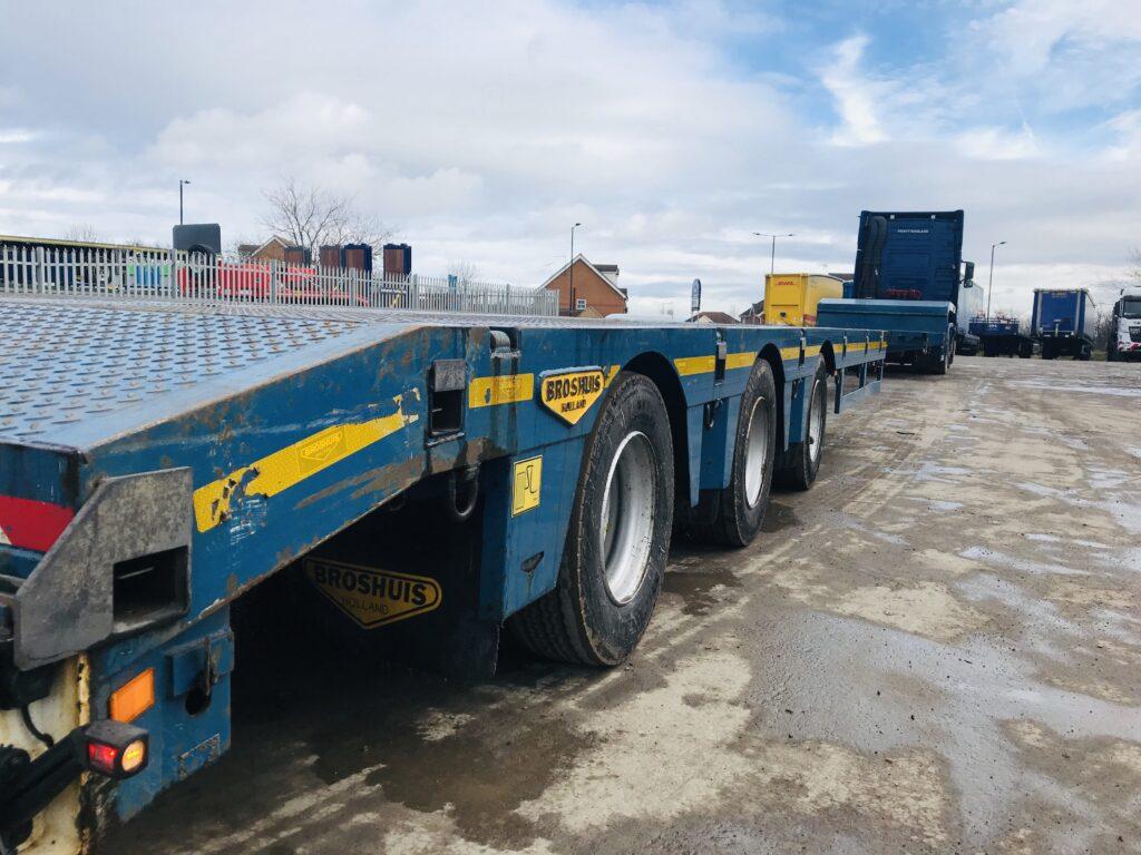 Broshuis double extendible semi low loader