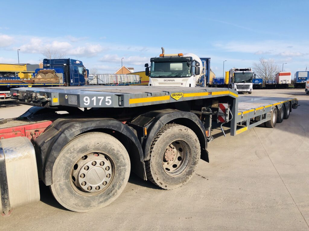 2016 Broshuis 3 Axle Step Extender HGV Trailer