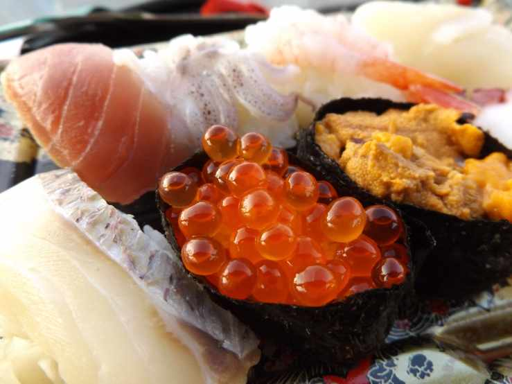 salmonroesushi.jpg
