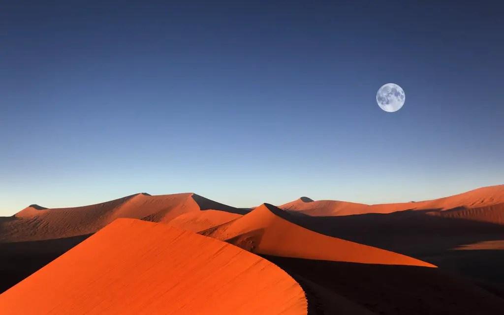 Sossusvlei sunrise namib desert