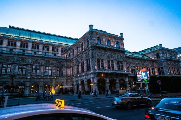 The famous Vienna opera house!