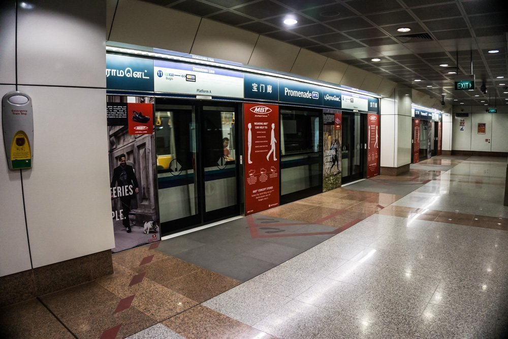 As to be expected, Singapore's subway system is perfectly kept clean.