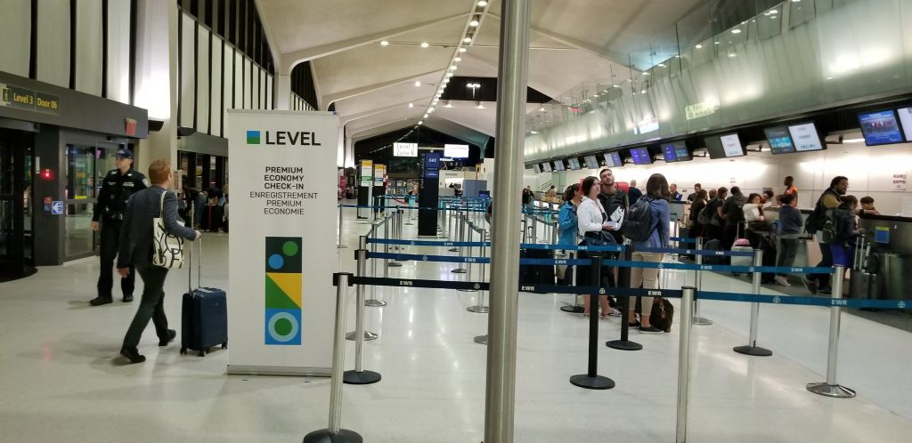 Newark airport level airlines