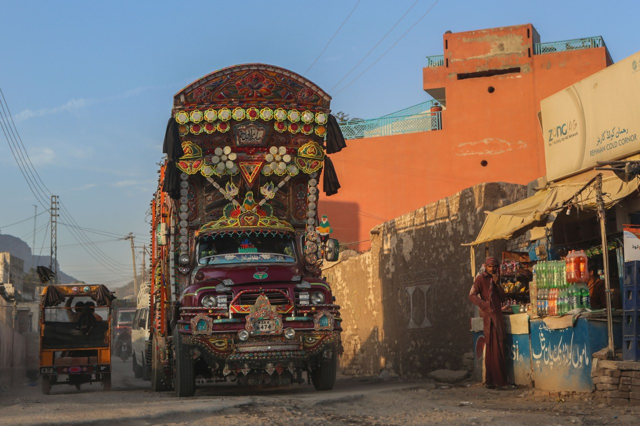 True art. A Pakistani decorated truck carrying salt from the Khewra Salt Mine