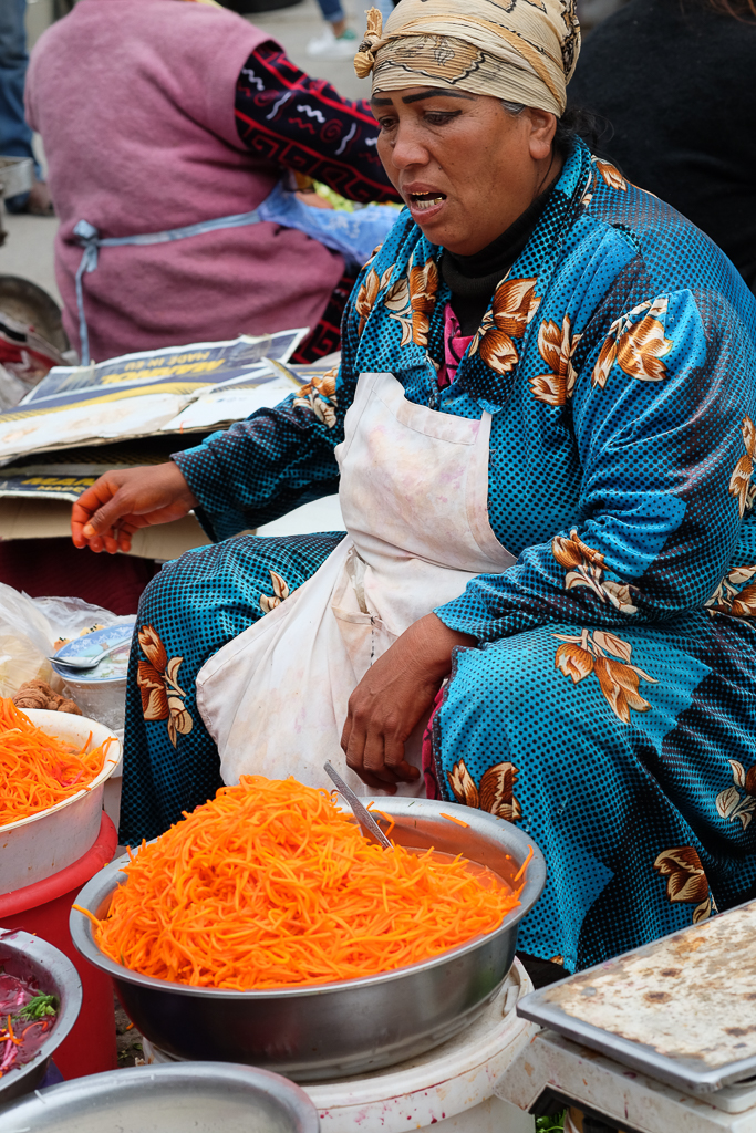 Siob market Samarkand carrots-0601