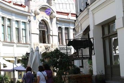 tamada-statue-tbilisi-georgia