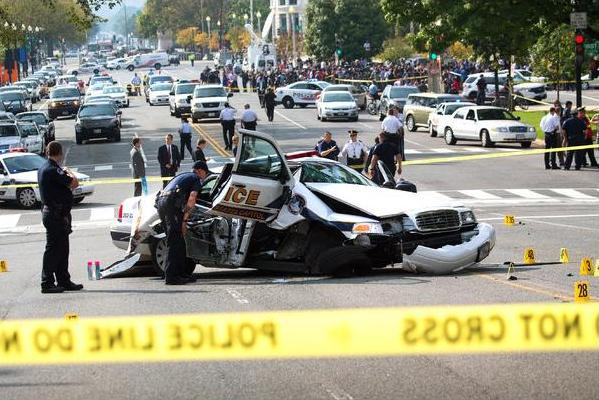 DC cop drives into barricade - NY Times