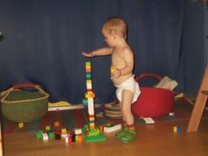Anatol baut mit Lego