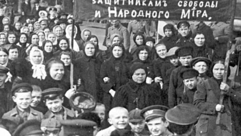 Women demonstrate in Petrograd, 1917