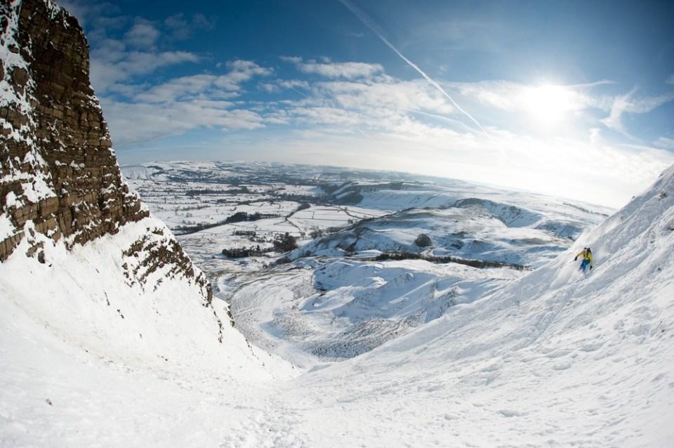 Skiing Mam Tor Gully © Alex Messenger