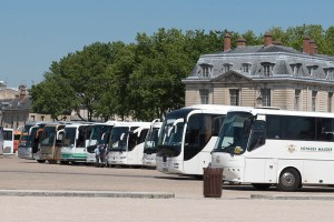 hundreds-of-busses-versailles_JDS6635