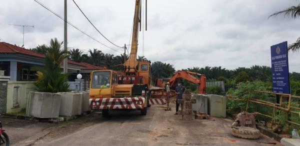 加拉巴沙威百利花園 修復路崩 料花2週   中國報 Johor China Press