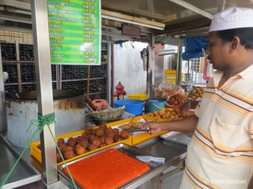 Veggie samosas and onion bhajis @ King Street hawker stall, Little India, Georgetown