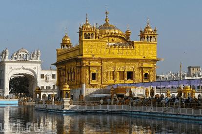 Сикхские храмы предлагают бесплатную еду