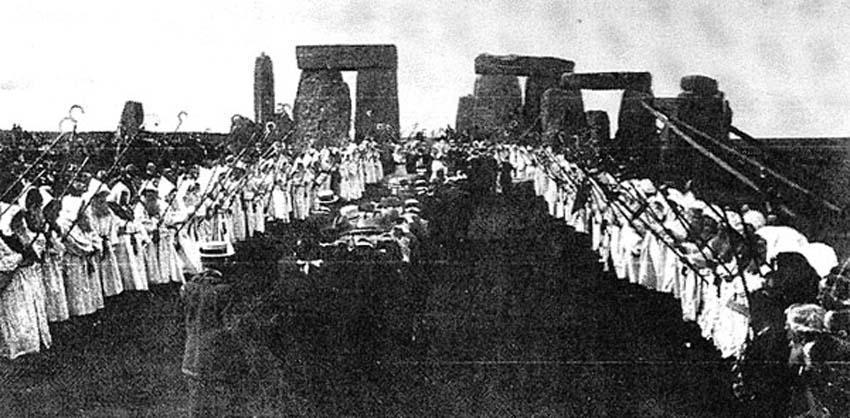 Ритуал массового посвящения 1905 года, проведенный Древним Орденом Друидов в Стоунхендже.