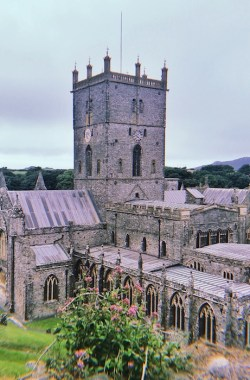 Wales: St. Davis, the smallest city in the UK, the most beautiful Fortress in the world, Shakespeare's hometown | 5-Day Tour