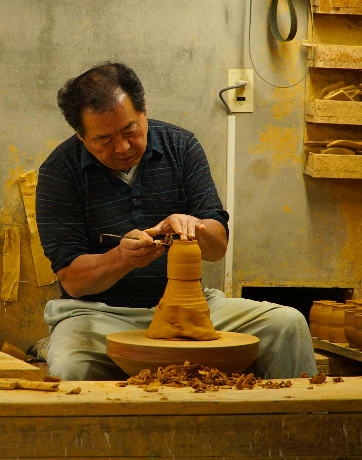 man making ontayaki pottery