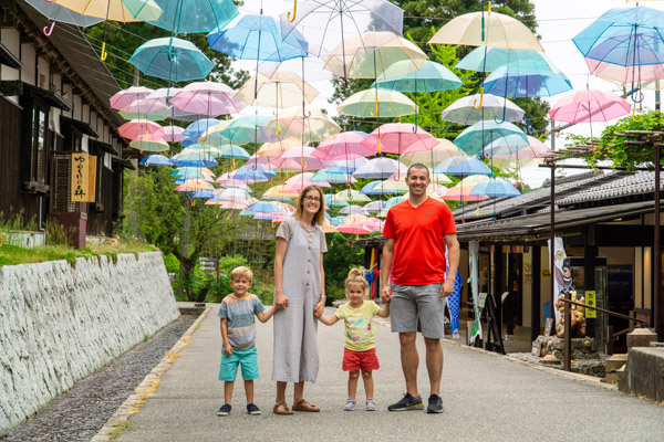 Lake Biwa family with umbrellas