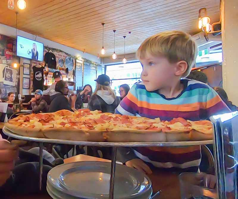 Queenstown-large-pizza