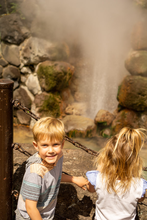 Hells of Beppu kids with geyser