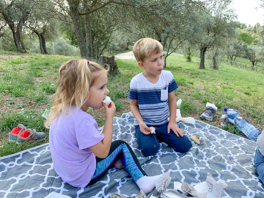 Narni kids having a picnic
