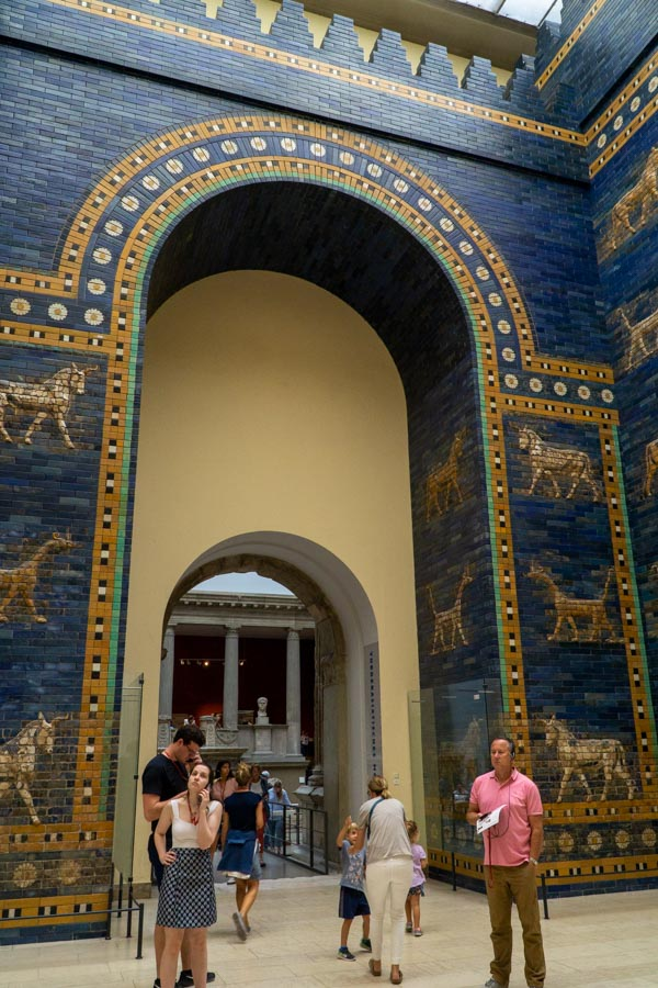 exploring the Ishtar gate in Berlin with kids